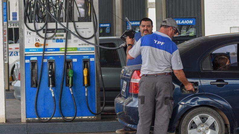 YPF se sumó a Axion y subió sus combustibles un 4%