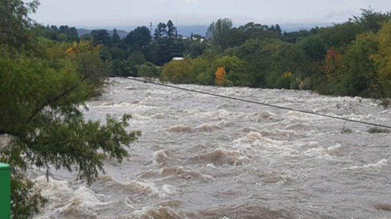 Por las lluvias un río cordobés tuvo una crecida de 10 metros
