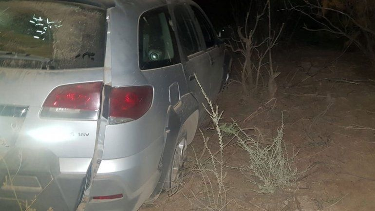 El Chocón: manejaba borracho, chocó a dos autos, se fugó y volcó a los pocos metros