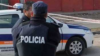 un policia murio en un tiroteo con un companero por error