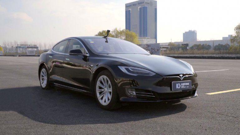 Hackers explotan fallas en autos Tesla