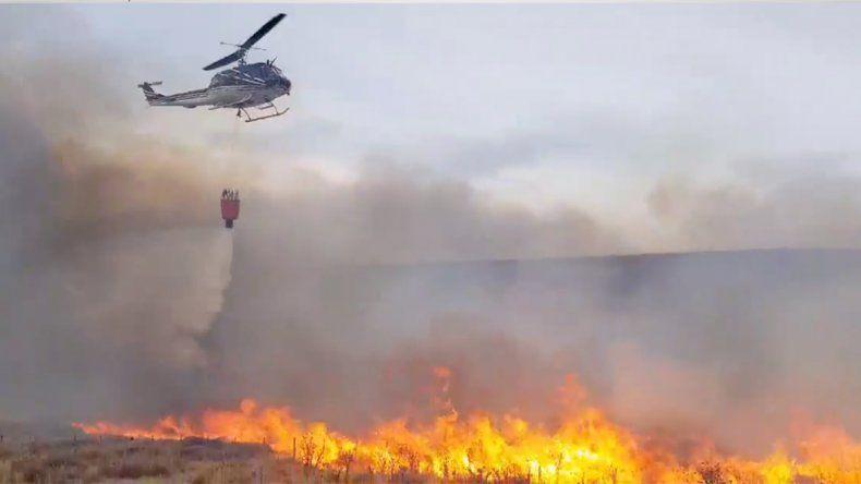 El fuego está descontrolado en la zona del Collon Cura y se esperan fuertes ráfagas de viento