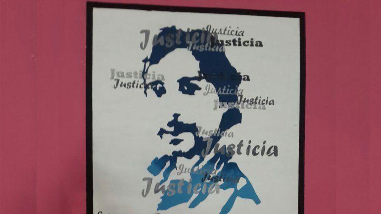 Esta semana se terminó un mural en la escuela, que exige justicia completa para Carlos Fuentealba.