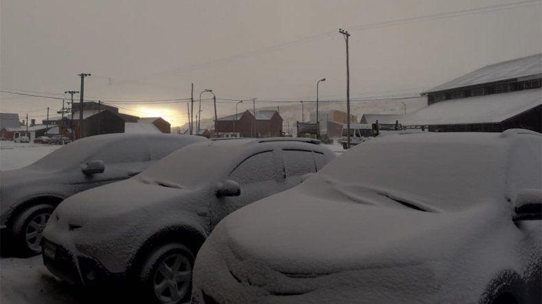 Cayó la primera nevada sobre Caviahue y el volcán Copahue