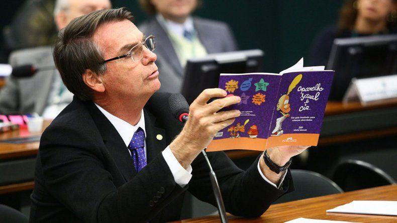Bolsonaro ahora se mete con los libros
