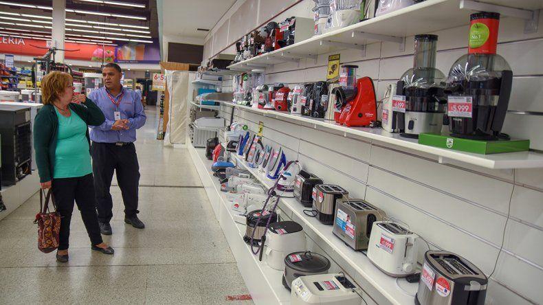 Promos y tarjetas salvan la venta de electrodomésticos