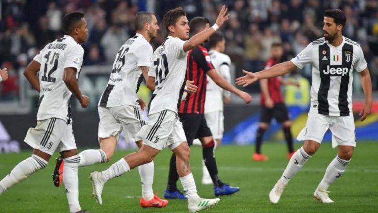 Dybala aportó un gol en la victoria de Juventus que va rumbo a otro título