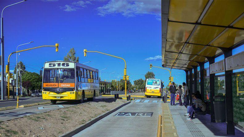 Las dos caras del Metrobús: elogios por la rapidez y críticas por los cambios de recorridos