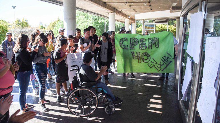 Estudiantes del CPEM 8 y del 40 llevaron sus reclamos al CPE