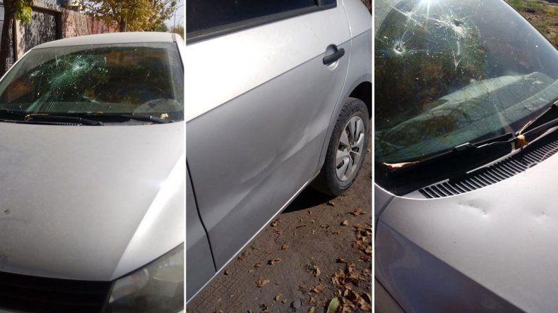 Un joven borracho dañó cinco autos a pedradas