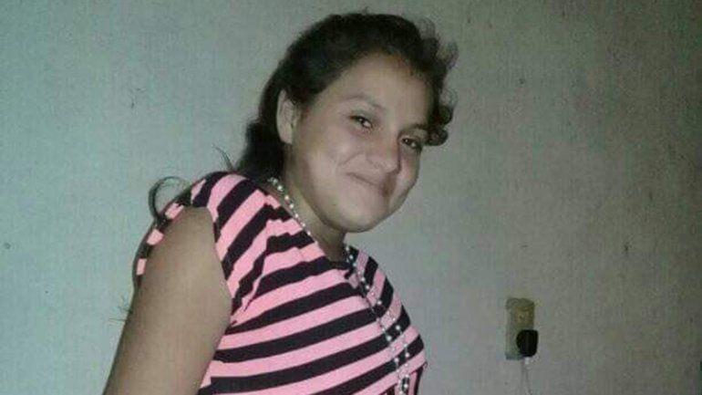 Una chica de 18 años fue violada, asfixiada y tirada en una finca