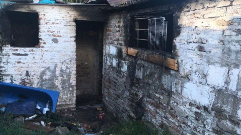 Incendió la casa de su ex y sin querer quemó la del vecino