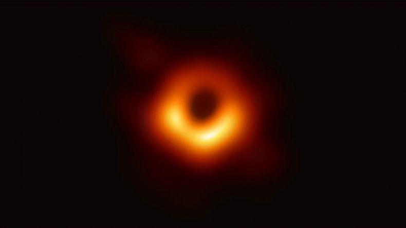 Difunden la primera imagen de un agujero negro