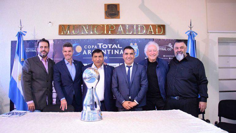 Guillermo Coppola visitó Cutral Co por el lanzamiento de la Copa Argentina
