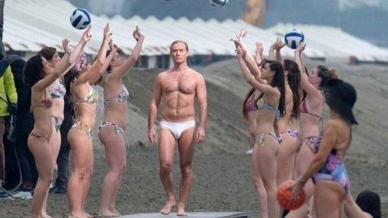 El Papa de Jude Law la rompió con su sunga blanca