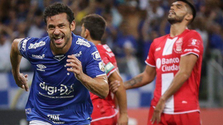 Cruzeiro goleó a un Huracán casi eliminado de la Copa