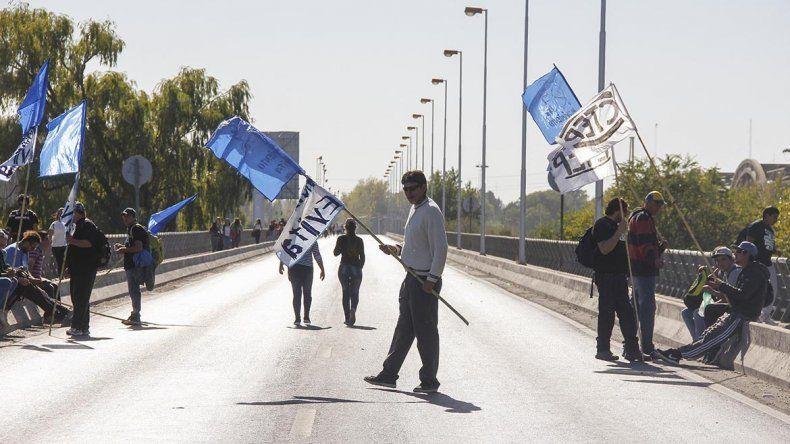 Organizaciones levantaron el corte en los puentes