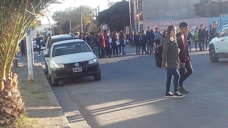Estudiantes de las EPET realizaron una protesta en las escuelas