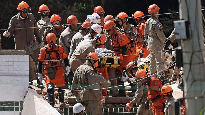 Derrumbe trágico en Río de Janeiro: tres muertos y 17 desaparecidos
