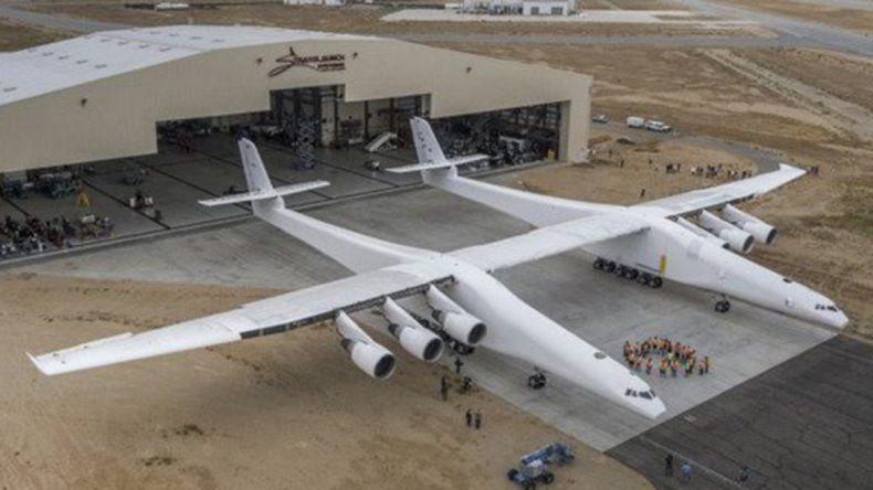El avión más grande del mundo hizo su primer vuelo