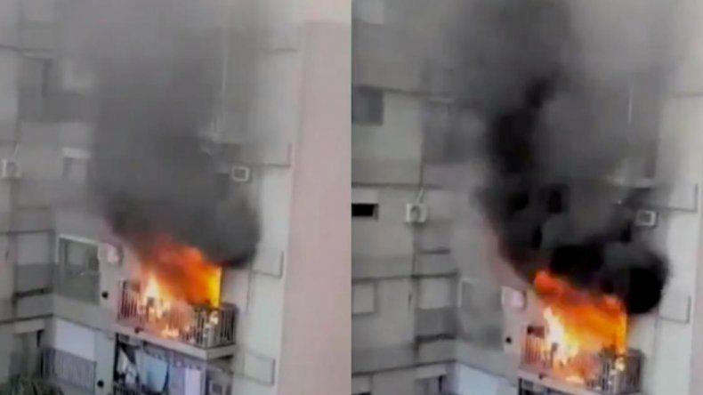Impresionante incendio en un edificio porteño