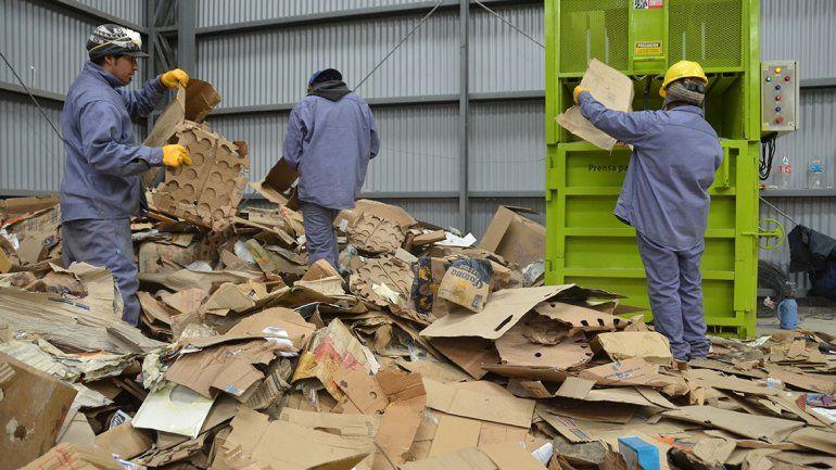 El reciclaje en el CAN ya da para pagarles a 35 personas