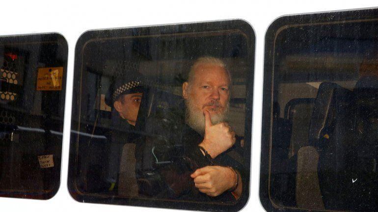 El presidente ecuatoriano justificó por qué entregó a Assange