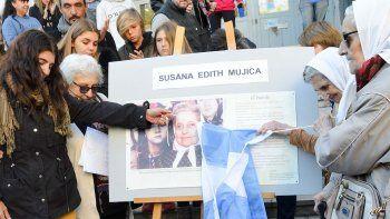 homenajearon a dos desaparecidos por la ultima dictadura