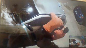 intentaron robar un auto y quedaron escrachados