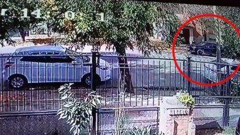 sin forzar la puerta, cuatro ladrones robaron una casa en el barrio jardines del rey