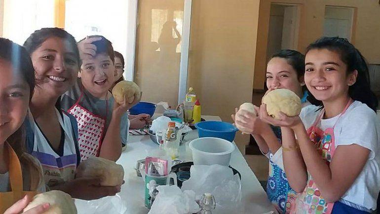 El taller Cocina Kids la rompió entre los niños de Las Lajas