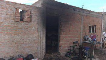 una mujer resulto herida en el incendio de una casa