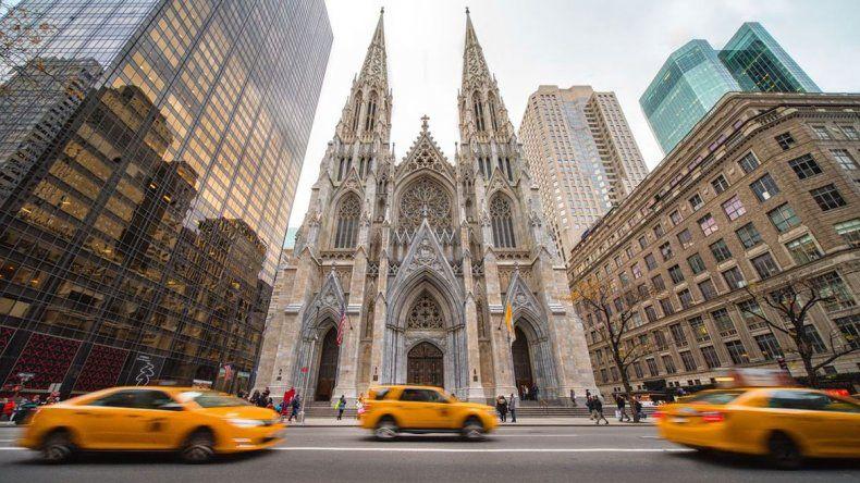 Efecto Notre Dame: arrestaron a un hombre que entró con nafta en la Catedral de Nueva York