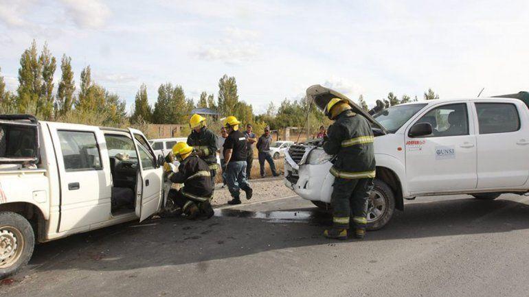 Se cruzó de carril y provocó un choque en cadena con cuatro vehículos involucrados