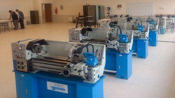 la epet 22 recibio equipamiento para las aulas y talleres