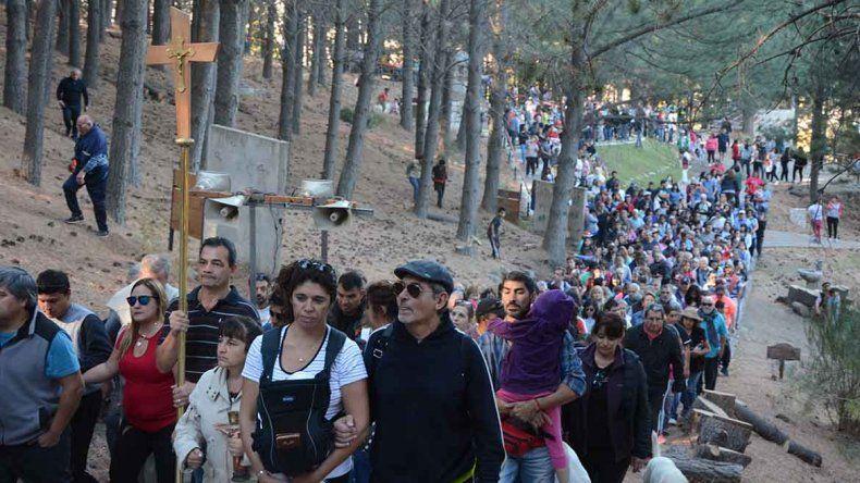 Una multitud participó de la tradicional procesión en el Vía Christi