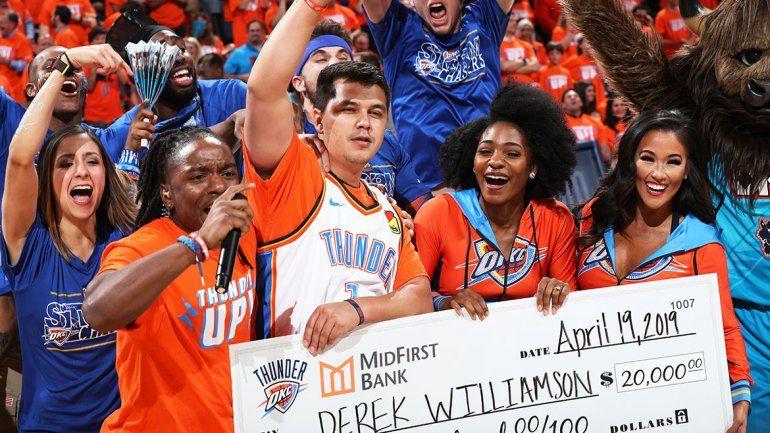Increíble: en la misma noche, dos hinchas de la NBA se ganaron 20 mil dólares