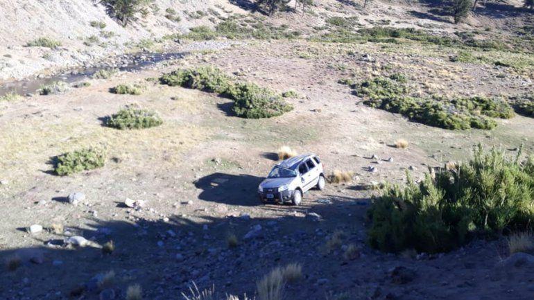 Perdió el control de su camioneta y cayó a los tumbos por un barranco de 50 metros