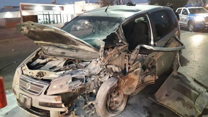 Un auto chocó con un camión en Plaza Huincul: hay una persona herida