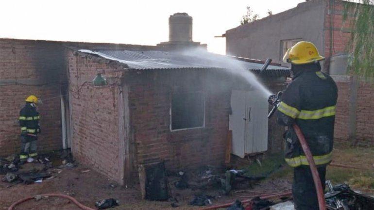 Se incendió una vivienda y parte de su techo se cayó
