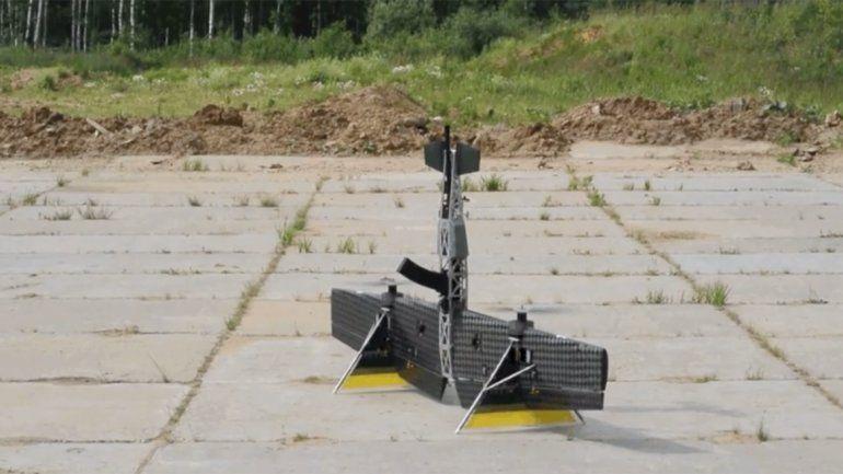 ¿Una Kalashnikov voladora? Rusos muestran en acción a un dron inspirado en su mítico fusil