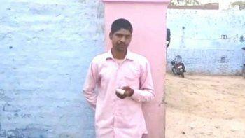 india: se equivoco al votar y por eso se corto un dedo