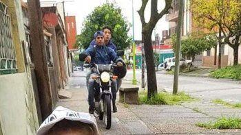 dramatico: filmaba a su nena y aparecieron motochorros
