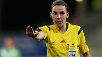 por primera vez, una mujer arbitrara en la liga francesa
