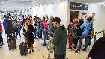 las sala de espera colapsa y el aeropuerto quedo chico para la cantidad de vuelos