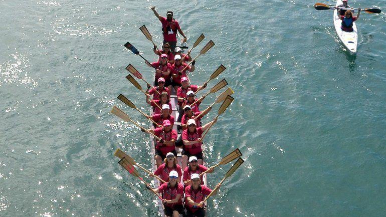 Remarán por la vida en las aguas del río Limay