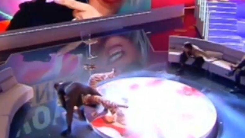 Wanda Nara intentó bailar tango y terminó en el piso en la televisión italiana