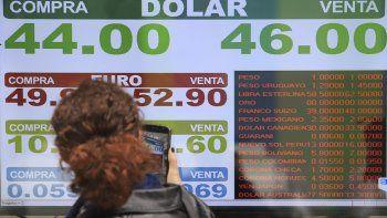 el central subio las tasas al 71% y el dolar cerro en $ 46