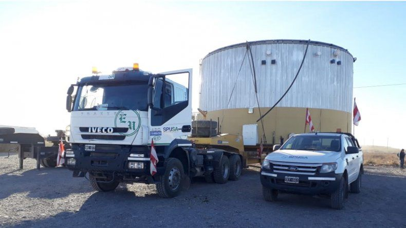 Piden precaución por el traslado de un tanque de petróleo de 10 metros