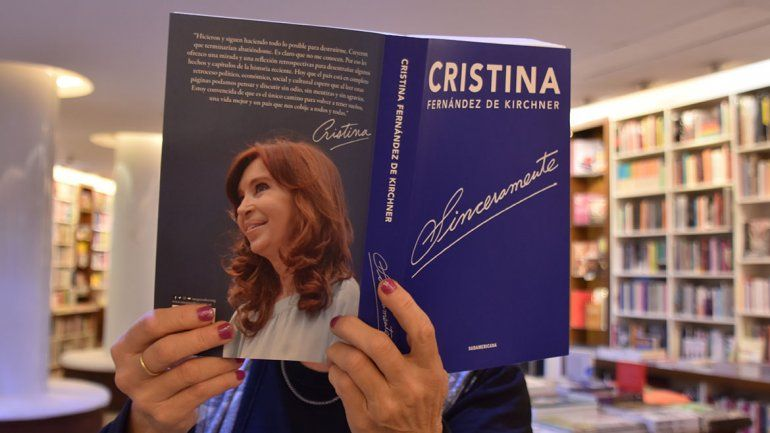 El libro de Cristina llegó a Neuquén y crece la demanda